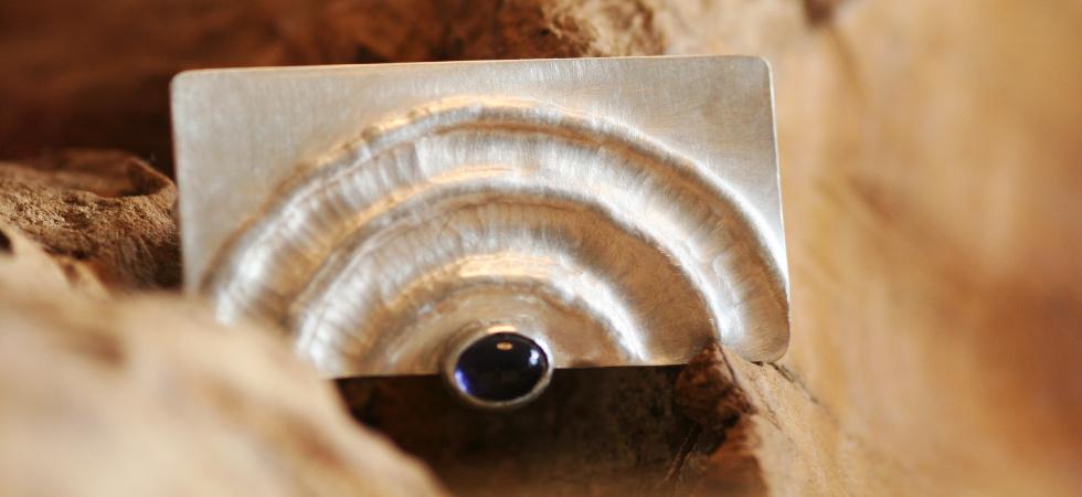 Silberbrosche mit Lolith