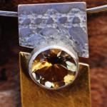 con passione 8  I   Silberreif mit Anhänger aus Silber 935 mit eingewalzter Spitze und Silber 935 mit Gelbgoldbeschichtung und Citrin, Länge 45 cm, 160,- €