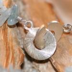 con passione 5    Verschluss    Collier aus Aquamarin mit Silberspirale, Länge 93 cm    155,- €