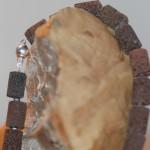 con passione 9      Collier aus brauner Lava, Süßwasserperlen mit Silberdrahtelement, Länge 51 cm    109,- €