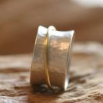 reprise 2   Silberring gehämmert mit Gelbgold 750, Größe 61,    230,- €